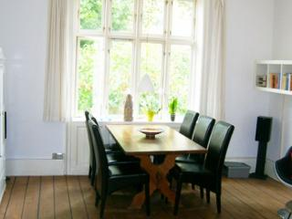 Copenhagen apartment with lovely courtyard, Copenhague