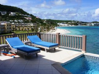 BEACH HOUSE GIANNA... oceanfront 2BR villa just steps from Dawn Beach, Philipsburg