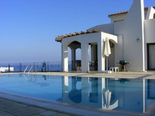Sunset Valley Villa 3 Bed, Pool, Stunning Location, Bahceli