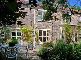 THE HERMITAGE, family-friendly, character holiday cottage, with open fire in Nunney, Ref 9248