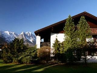 Vacation Apartment in Garmisch-Partenkirchen - 861 sqft, panoramic views, bright, modern (# 2036)