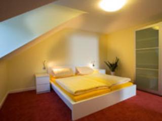 Vacation Apartment in Heidelberg - 646 sqft, doorbell, intercom, washing machine, dryer (# 1572)