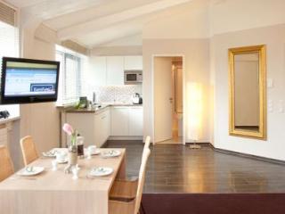 LLAG Luxury Vacation Apartment in Munich - 592 sqft, hotel service, great, Eichenau