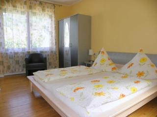 Vacation Apartment in Bernkastel-Kues - 990 sqft, nice, clean, spacious (# 422)