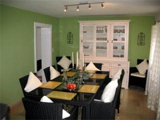 LLAG Luxury Vacation Home in Huglfing - 1399 sqft, stylish, lovely, peaceful (# 1353), Oberhausen