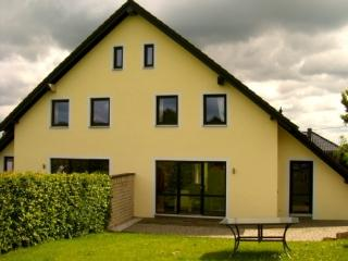 LLAG Luxury Vacation Home in Monschau - 1292 sqft, kid-friendly, pet-friendly, access to hiking and…, Monschan