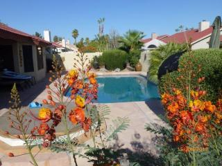 'Our Favorite Place to Be!' Lux 4 Bed 2 Bath, Own Heated Pool & Tub (Inc Rates)