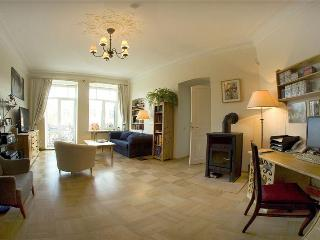 Cosy & quite old style 5 room flat with balcony!, Saint-Pétersbourg