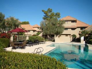 Cozy ground floor condo with pool view and patio, Scottsdale