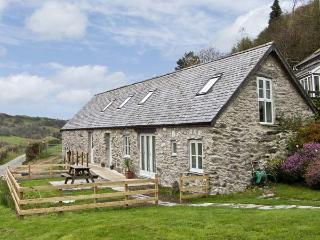 BRONNYDD, TYDDYN YSGUBOR, family friendly, character holiday cottage, with a garden in Bala, Ref 6753