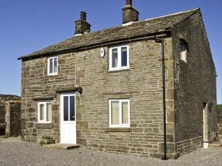NEW COTTAGE FARM, family friendly, country holiday cottage, with a garden in Bux