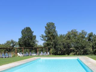 Viola Apartment with Garden, Pool, and Panoramic Views