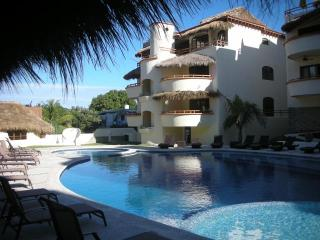 Joya at Los Almendros-Delightful Condo-Huge Heated Pool, A/C, Sayulita Mex