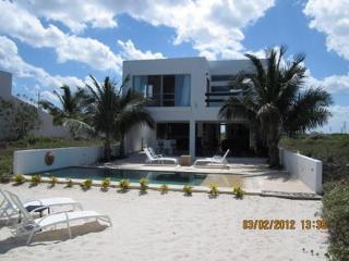 KAH- a Beautiful Beachouse near Progreso, Yucatan