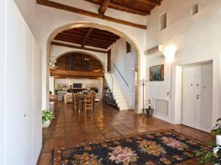Historic Welcoming Family Base w/ 5 Bedrooms, Rome
