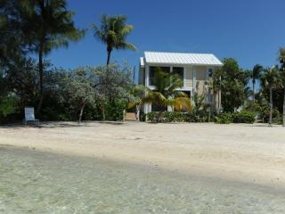 Three Little Birds -2BR+ Villa, Private Beach, Rum Point