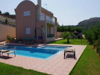 Villa Ioli with sea view in a quiet location, Agia Marina