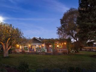 Front view at night - spectacular sunsets and acres of vineyards on all sides