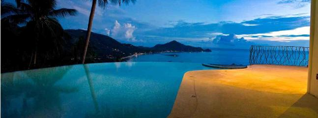 'Upper' villa private infinite edge swimming pool, with color changing lights at night!