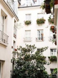 Private and Secret Passageway, Your Perfect Paris Home !