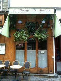 Enjoy restaurants on nearby Rue Rambuteau