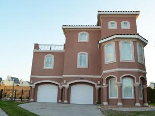 4BR/4BTHRM,HEATED POOL, 3 HOUSE FR BEACH, Ilha de South Padre