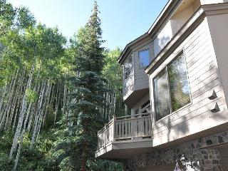 Platinum Golf Course Townhome only 1 mile from Vail village