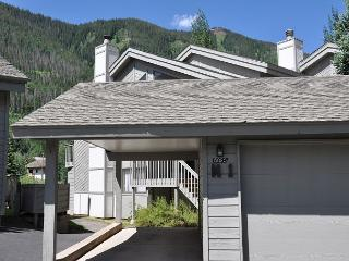 Gore Creek meadows 5 bedroom Townhome 5.5 miles from the Vail Village