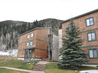 WOW! Check out the great rates for this Spacious Condo in East Vail