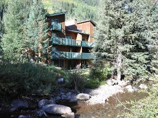 Stunning Creekside Condo in East Vail