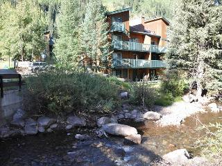 Contact us for GREAT winter rates for this Convenient Condo in East Vail