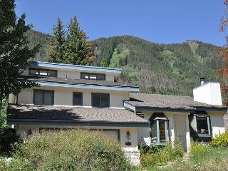 4916 Juniper Lane - Spacious Home in East Vail