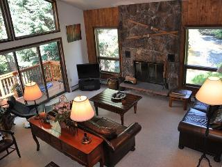 Lovely Creekside Home in East Vail w/ Private hot tub