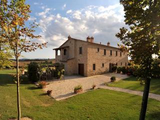 Large Tuscany Apartment in a Villa Near Town - Casale del Borgo 2, Foiano Della Chiana