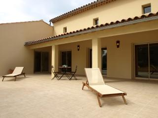 Vacation Villa with a Pool and Grill, in Provence near Carpentras - Maison Mazan
