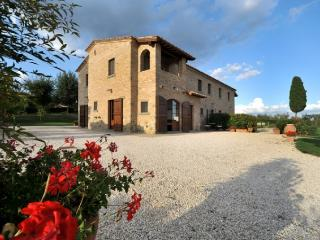 Large Tuscany Apartment in a Villa Near Town - Casale del Borgo 1, Foiano Della Chiana