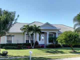 TIGERTAIL COURT - 4 Bedroom Coastal Villa Walking Distance to Tigertail Beach!, Marco Island