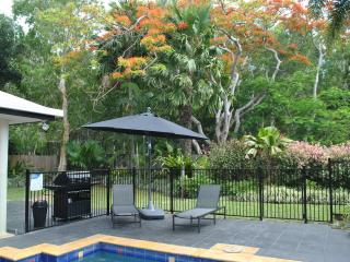 Private tropical rear garden