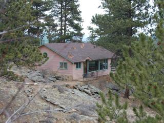 Rose Den- Romantic Cabin with King bed - Big Views, Estes Park
