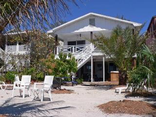 Eiko Beach House, Treasure Island