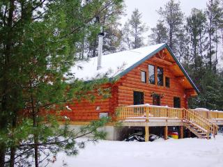 Unique Handmade Log Cabin: Unplug and Feel The Peace Sleeps 11, Many Amenities