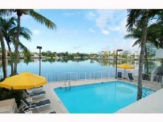 Miami Beach Condo 2/2 on Millionaires Row