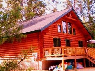 Unique Handmade Log Cabin: Unplug and Feel The Peace Sleeps 11, Many Amenities