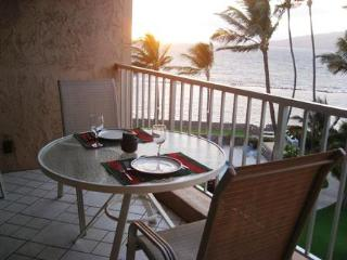 2BR**Sleeps 6**Direct Beach Access**Overlooking the Pool and Ocean