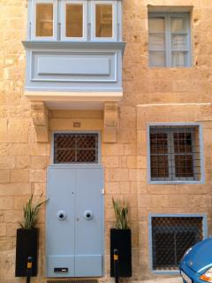 Street entrance to Valletta G-House.