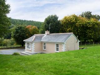 FALLOWFIELD COTTAGE, pet friendly, country holiday cottage, with a garden in