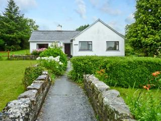 BUN AN CNOIC, pet friendly, country holiday cottage, with a garden in Dunmore, County Galway, Ref 10746
