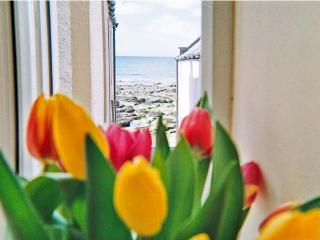 ELLIE-ANN COTTAGE, pet friendly, character holiday cottage, with a terrace in Gardenstown, Ref 8887