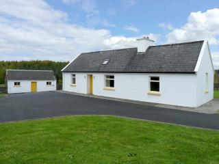 GROVE COTTAGE, pet friendly, with a garden in Lisdoonvarna, County Clare, Ref