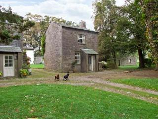 THE COACH HOUSE, pet friendly, character holiday cottage, with a garden in Cartmel, Ref 10307